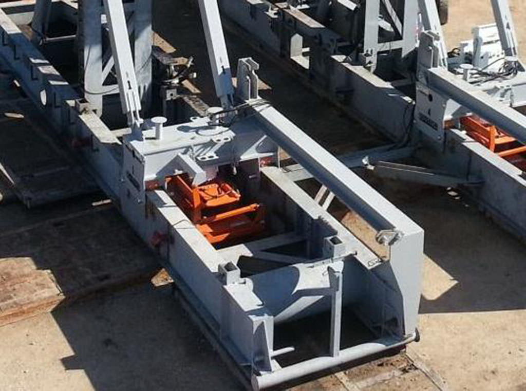 Rig Walking systems fit in tight spots
